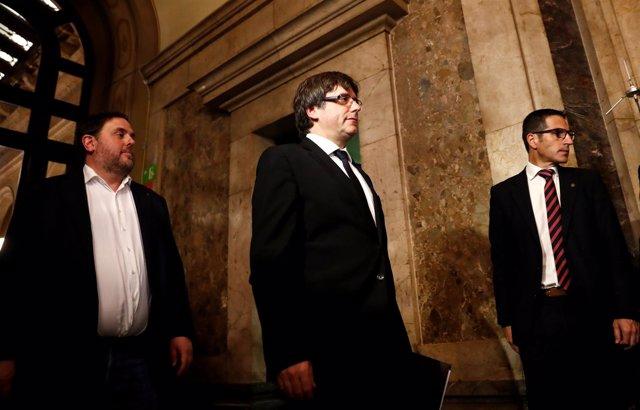 Puigdemont entrando al Parlament