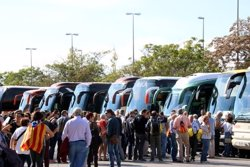 Uns 80 d'autocars surten de les comarques gironines per reclamar la llibertat de Sánchez i Cuixart a Barcelona (ACN)