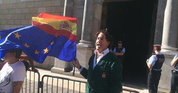 Álvaro de Marichalar se planta ante la Generalitat por España y contra la independencia