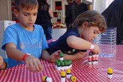 La Fira Castells omple d'activitats el Pati de Valls i acosta el món casteller als més petits (ACN)