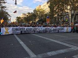 Uns 450.000 manifestants per l'autogovern i la llibertat de Sànchez i Cuixart (Europa Press)