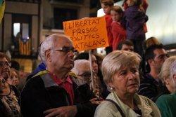 Uns 4.000 reusencs omplen el Mercadal en suport a Sànchez i Cuixart i com a resposta al 155 (ACN)