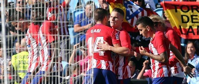 Gabi celebra con Gameiro el gol de la victoria ante el Cleta