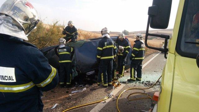 Bomberos actúan en accidente de tráfico en la A-371