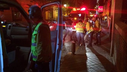 Un hombre de 68 años, muy grave tras ser golpeado en la cabeza con un martillo por su hija en plena calle en Madrid