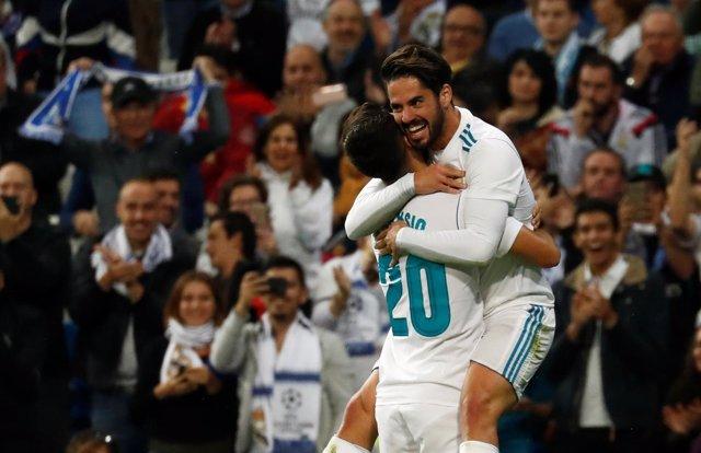 Asensio e Isco celebran el 2-0 ante el Eibar