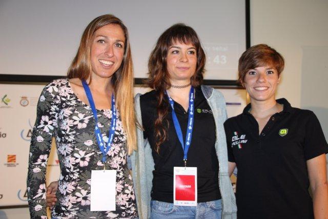 Sheyla Gutiérrez (centro) junto a Mavi García (izquierda) y Ane Santesteban