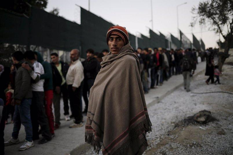 """ONG piden a Tsipras que ponga fin a la """"política de confinamiento"""" de refugiados en las islas griegas"""