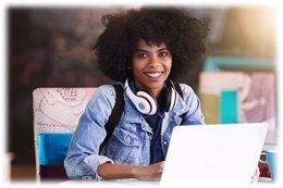Booking lanza becas tecnológicas para mujeres