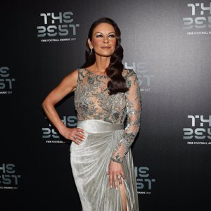 Catherine Zeta Jones, irreconocible en la gala de The Best FIFA