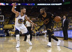 L'NBA sanciona amb 50.000 dòlars Stephen Curry per llançar el seu protector bucal a un àrbitre (USA TODAY SPORTS)