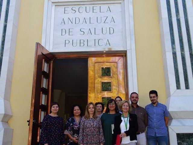 Equipo del Registro de Cáncer de Granada junto a la directora de la EASP
