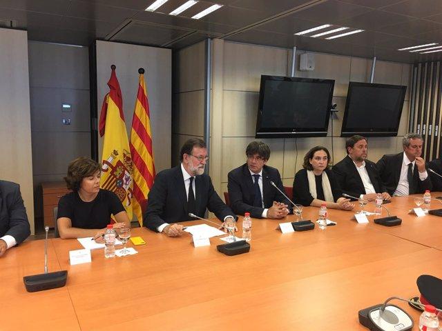Rajoy y Puigdemont en la reunión del comité de crisis