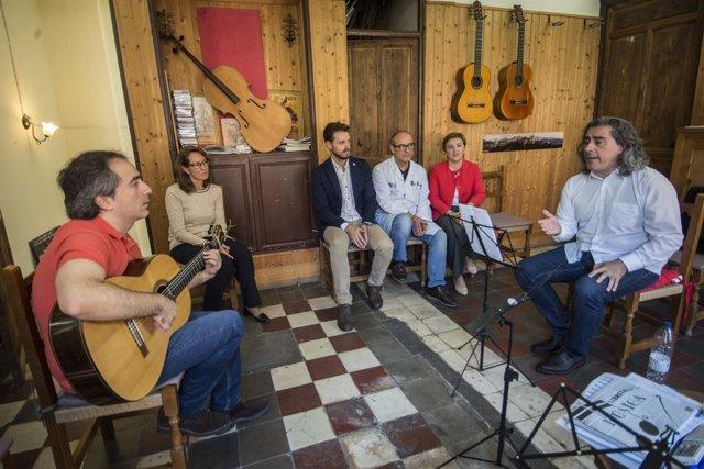 Visita de la Junta al luthier Daniel Gil de Avalle