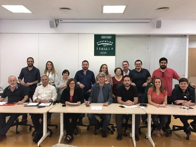 Manuel Lay con alcaldes y concejales de IU.