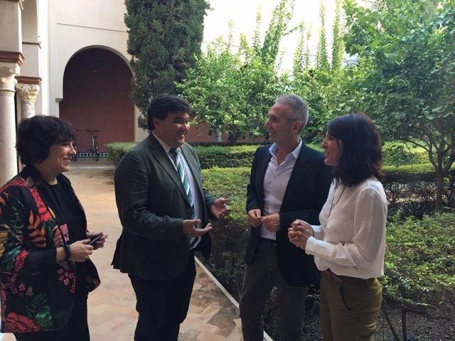Reunión entre el consejero de Cultura y el alcalde de Huelva