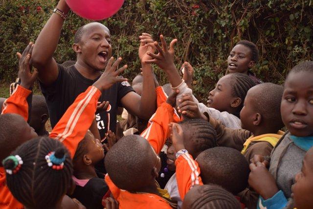 Stephen Nzusa en actos para la paz en Kibera