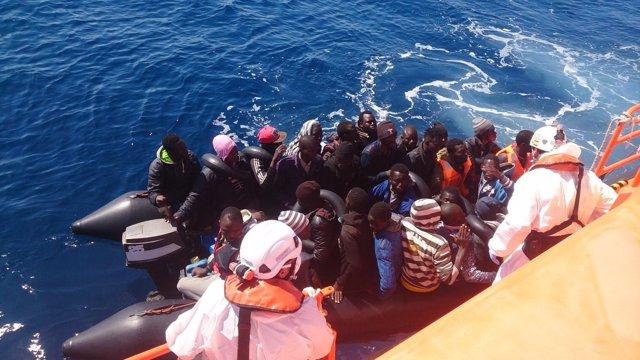 Inmigrantes rescatados por Salvamento
