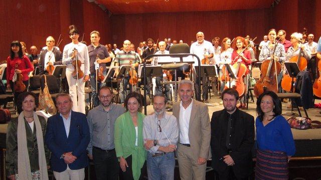 La Orquesta de Córdoba con Leo Brouwer y las autoridades