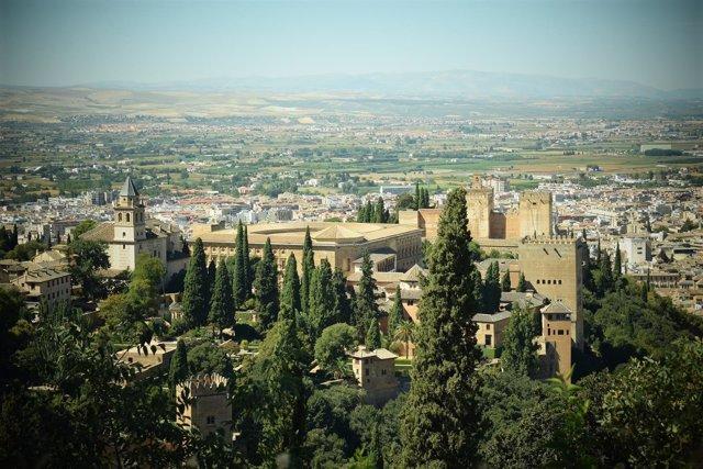 Vista de la Alhambra de Granada y casco antiguo
