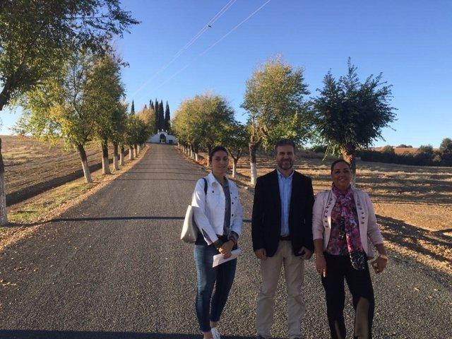 La Diputación de Córdoba realiza obras en el acceso al cementerio de Guadalcázar