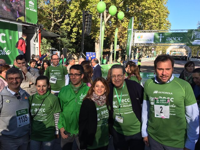 Valladolid.- Puente (d), en la marcha de la AECC en Valladolid