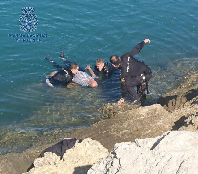 Rescate de un anciano en El Puerto de Santa María (Cádiz)
