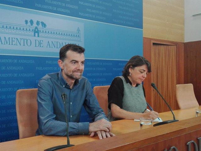 Antonio Maíllo y Elena Cortés en rueda de prensa