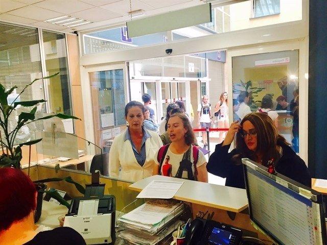 Carla Antonelli con colectivos transexuales en la Consejería de Sanidad