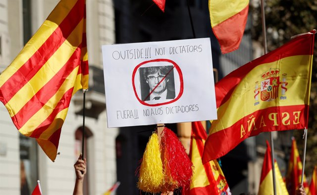 Pro-unity supporters take part in a demonstration in central Barcelona, Spain, O