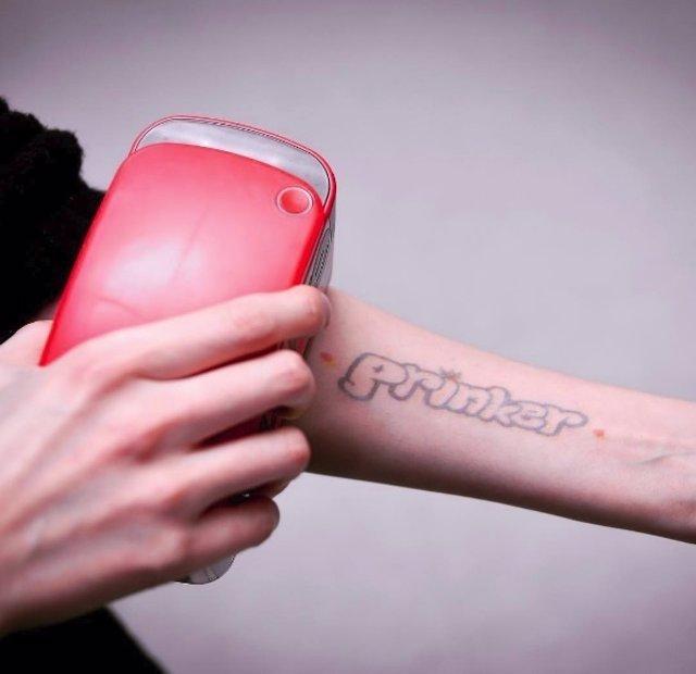Impresora portátil que hace tatuajes temporales