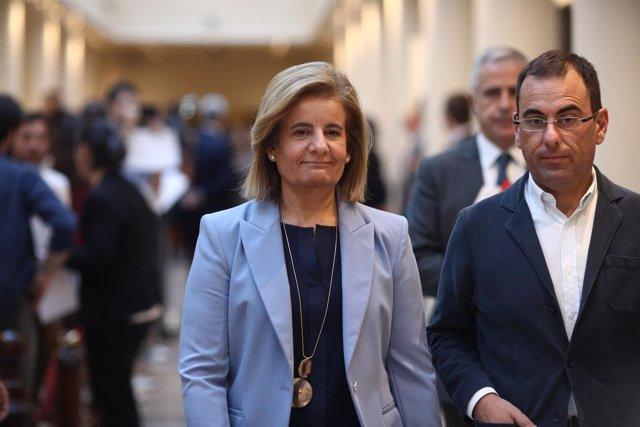 Fátima Báñez en los pasillos del Senado