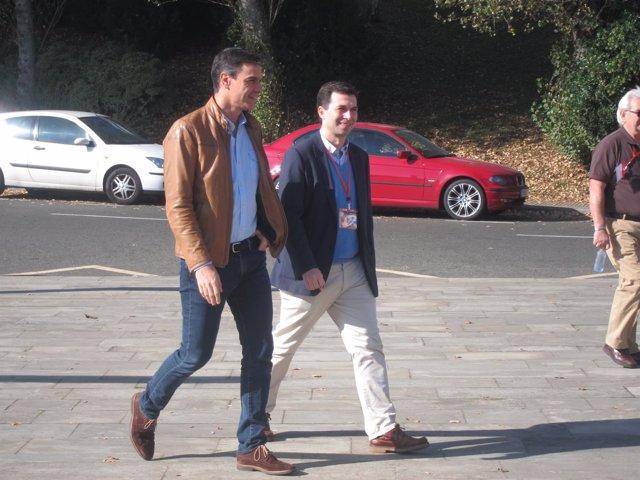 Gonzálo Caballero junto a Pedro Sánchez en Santiago