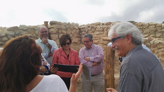 Rosa Peñalver visita el 'primer Parlamento europeo' en La Almoloya de Pliego