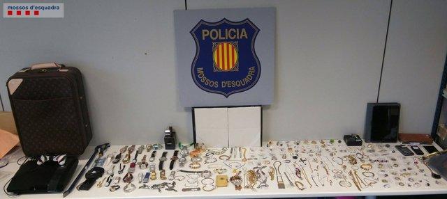 Objetos robados por dos ladrones especializados detenidos en Barcelona