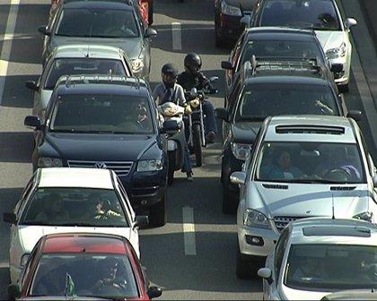 El consumo de combustibles de automoción crece un 0,4% en septiembre y encadena su quinto mes de subidas
