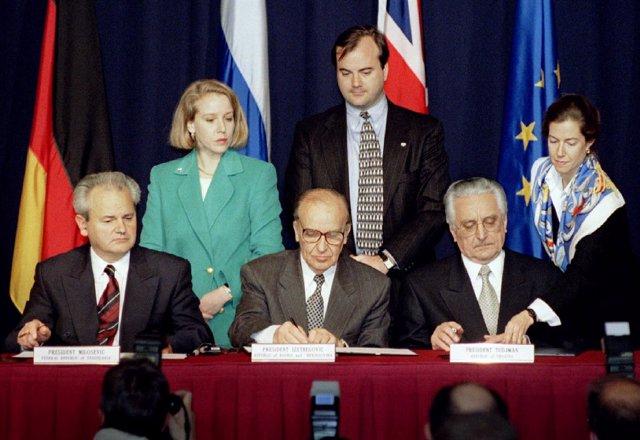 Izetbegovic, Tudjman And Milosevic Firman El Tratado De Paz De Dayton