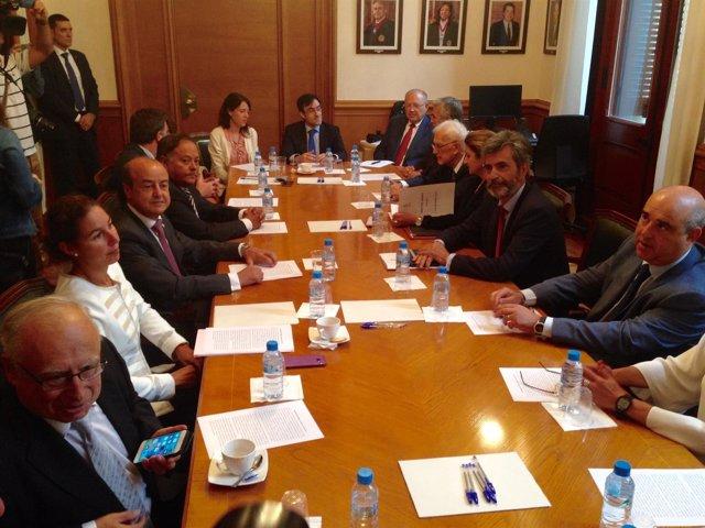 El presidente del TS C.Lesmes y el del TSJC J.M.Barrientos con el pleno del TSJC