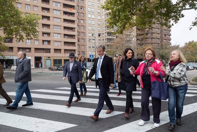 Alcalde, Pedro Santisteve, y la consejera municipal, Elena Giner, en Universidad