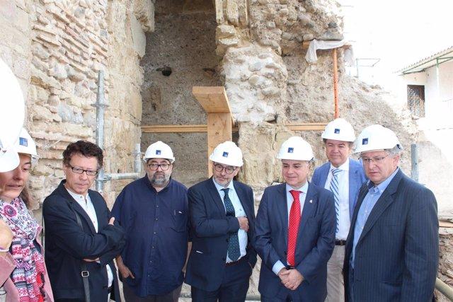 Visita a los trabajos de restauración de la muralla zirí