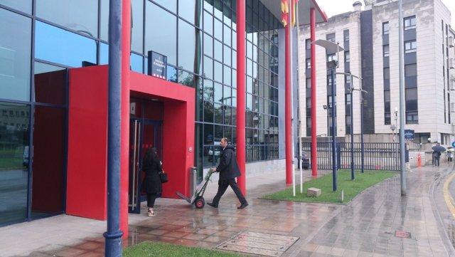 Comisaría de los Mossos d'Esquadra en Lleida, donde ha entrado la Guardia Civil