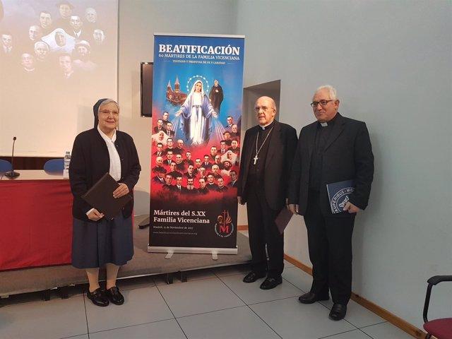 El cardenal Osoro, junto a Sor Ángeles Infante y Jesús María González