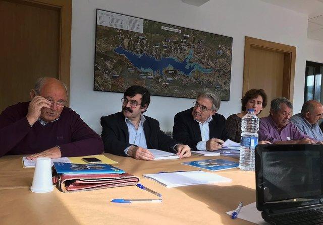 El presidente de la CHE continúa con sus reuniones con usuarios de la Cuenca
