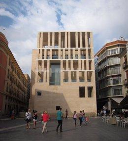 El Moneo, Plaza Belluga, paseantes, turistas