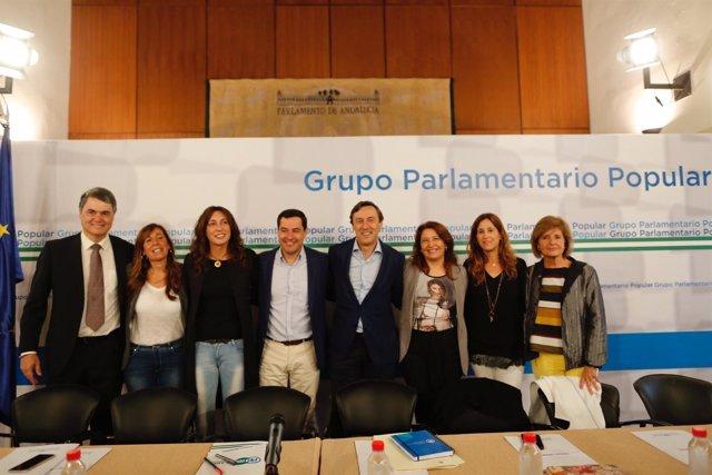Moreno y Hernando junto a otros miembros del PP