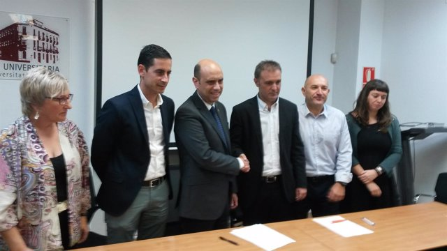 Gabriel Echávarri y Natxo Bellido firman el acuerdo, la semana pasada