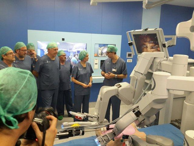El Hospital General realiza la primera operación con cirugía robótica