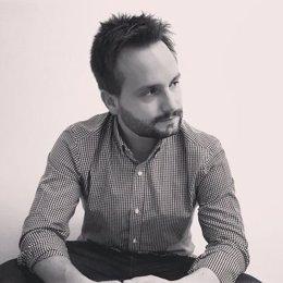 El escritor Carlos Mayoral