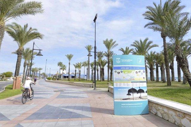 Totem torremolinos punto de información turística interactivos turistas ciclista