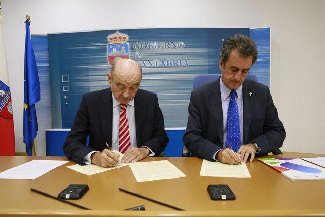 José María Mazón y Francisco Martín firman convenio aparcamiento de Fuente Dé